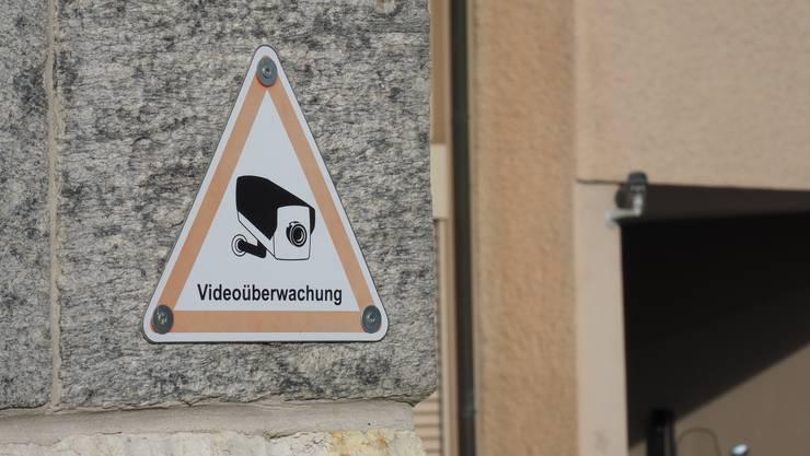 Das Schulhaus in Niedergösgen ist schon länger videoüberwacht, neu kommt auch die Mehrzweckhalle dazu.