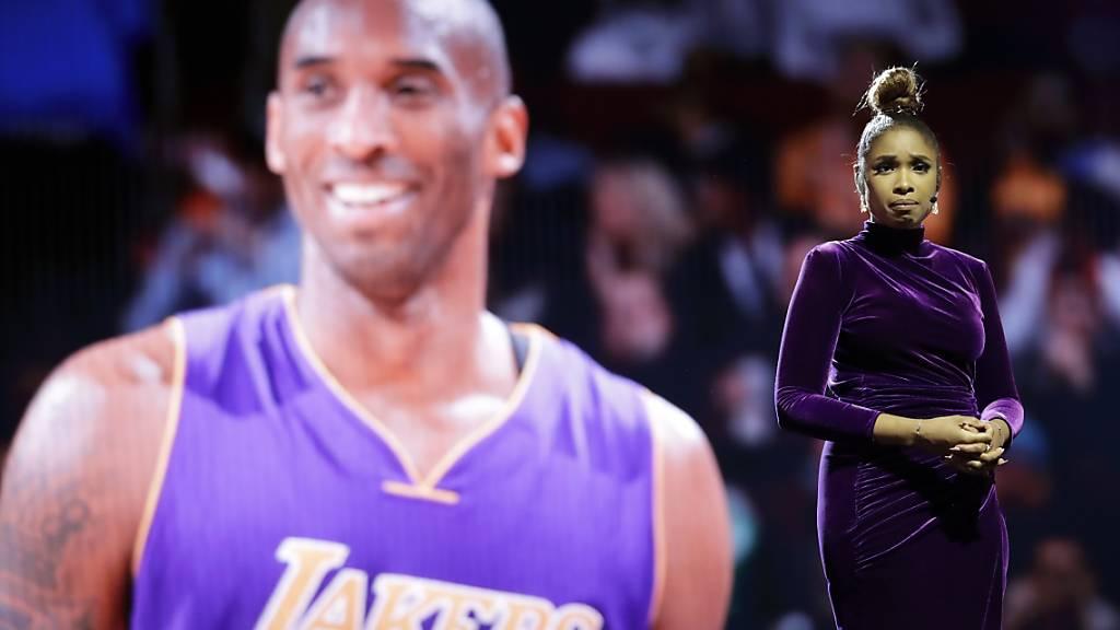 Mehrere Erinnerungsstücke des verstorbenen NBA-Idols Kobe Bryant (links) wurden versteigert