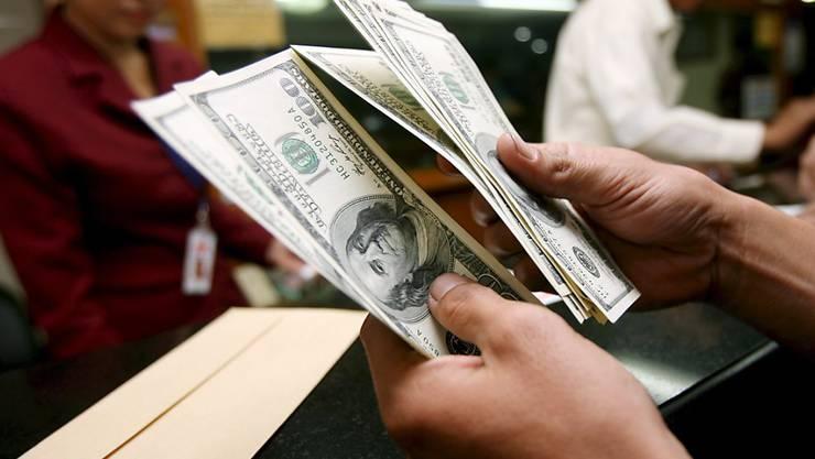 Der Kurs der US-Währung gibt am Mittwoch gegenüber vielen anderen Währungen leicht nach. (Archivbild)