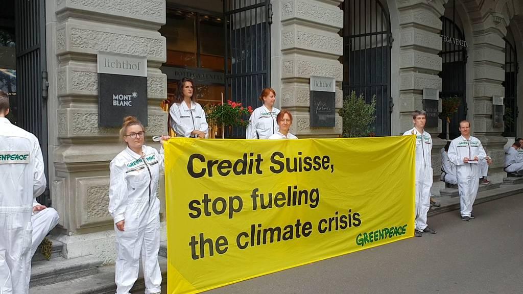 Klimademo gegen Banken: Demonstranten blockieren Hauptsitze von UBS und CS