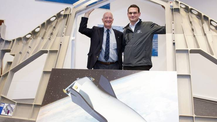 S3-Gründer Pascal Jaussi (rechts) glaubt im Gegensatz zu Astronaut Claude Nicollier (links) an baldige Parabelflüge. (Archivbild)
