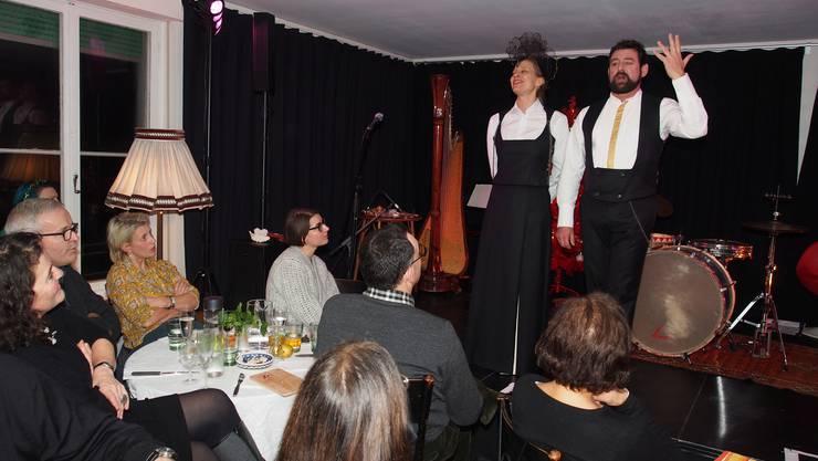 Dina Jost und Thomas-Maria Reck im Gelben Wolf Ihr Auftritt ist humorvoll aber seriös.