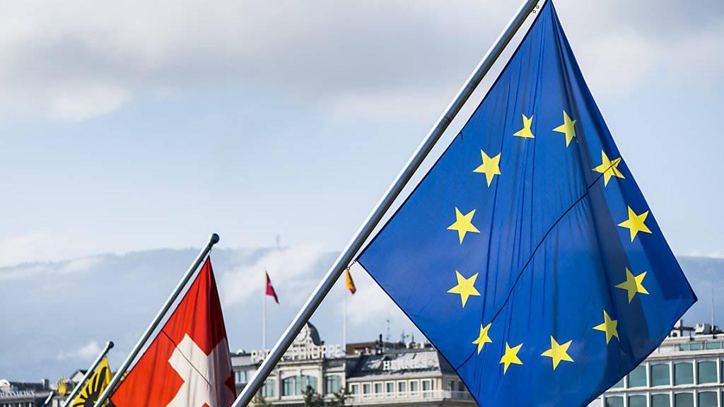 Das geplante Rahmenabkommen zwischen der Schweiz und der EU schlägt nicht nur in der Schweiz hohe Wellen. Die europäischen Gewerkschaften sehen den Entwurf kritisch. (Symbolbild)
