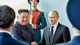 Nordkoreas Machthaber Kim Jong Un und der russische Präsident Wladimir Putin gestern in Wladiwostok. Bild: Yuri Kadobnov/AP (Wladiwostok, 25. April 2019)
