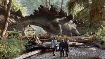 In «Jurassic World» wird der Traum vom Dino-Vergnügungspark Realität. Doch auch beim Nachfolger von «Jurassic Park» geraten die Dinge ausser Kontrolle … HO