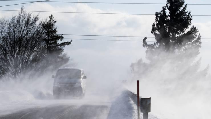 Der Januar 2017 brachte eisige Temperaturen und Schneeverwehungen wie etwa hier in Fechy VD. (Archivbild)