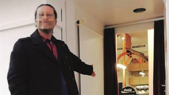 William W. vor seinem Restaurant in Olten. Kurz nach der Eröffnung wurde er verhaftet.