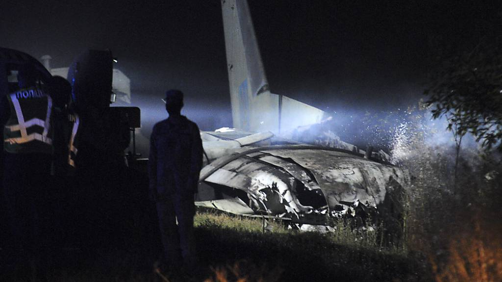 Absturz eines Militärflugzeugs fordert 25 Tote und zwei Verletzte