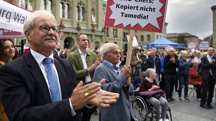Ständerat Beat Vonlanthen (CVP/FR) an einer Protestveranstaltung zur Rettung des Radiostudios Bern. (Archivbild)