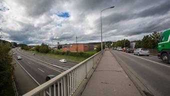 Brücke zwischen Gränichen und Suhr über die Autobahn A1: Hier staut sich der Verkehr aus dem Wynental.