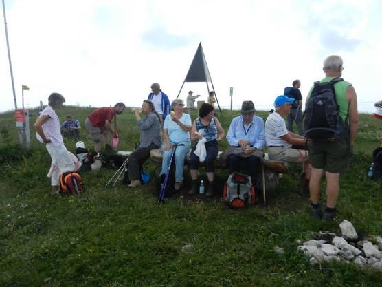 3. Etappe: Rast der Leserwanderer auf dem Aussichtspunkt Röti.