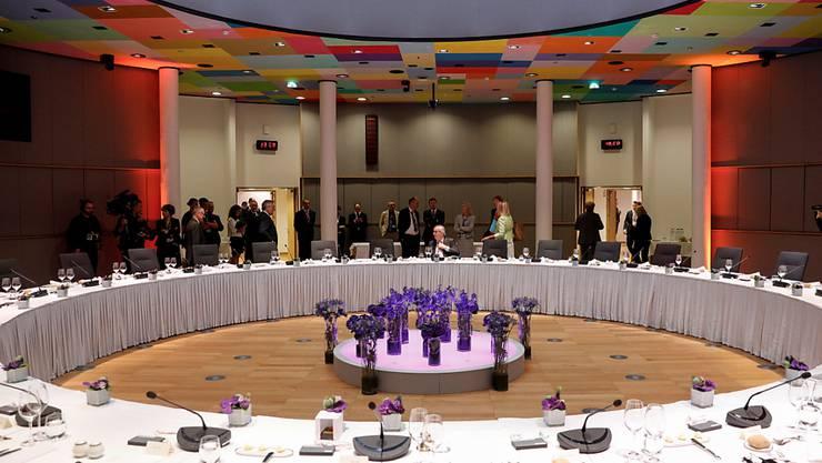 Zähes Ringen um die europäischen Spitzenposten: Die EU-Staats- und Regierungschefs haben bis zum Montagmorgen keine Lösung für das Amt des Kommissionspräsidenten gefunden.