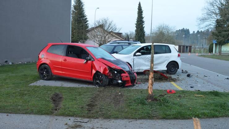 Drei Autos wurden beschädigt.