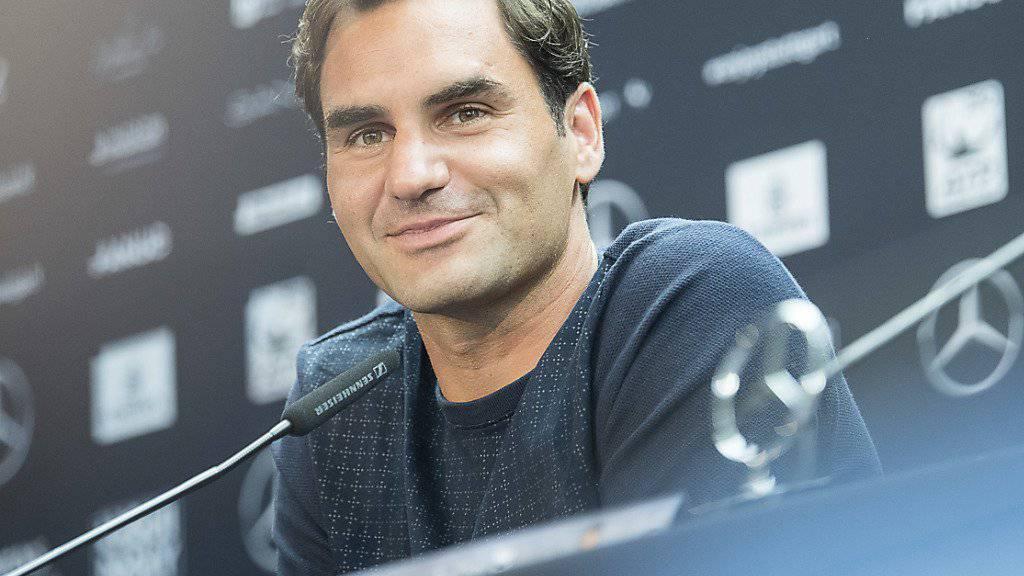 Locker und gut gelaunt: Roger Federer erläutert die Gründe für seine lange Pause und den Verzicht auf die Sandplatzsaison