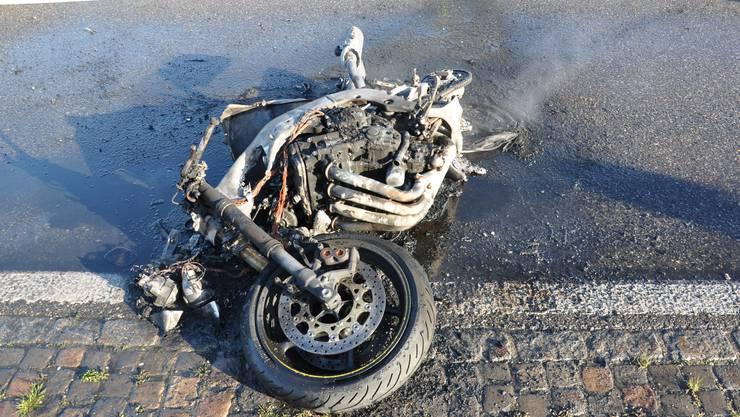 Beim Beschleunigen verlor der Motorradlenker die Kontrolle über sein Fahrzeug.