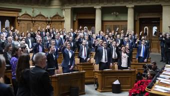 Auf der bürgerlichen Seite wurde zum Legislaturauftakt mehrheitlich geschworen, auf der linken Seite eher ein Gelübde abgelegt.