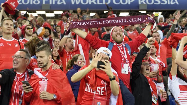 Nach dem Sieg gab es für die Schweizer Fans kein Halten mehr.