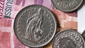 Der Gemeinderat hat sich für die Variante Übergangsrente nach Gesamtarbeitsvertrag (GAV) abgestuft nach Lohnklassen entschieden. Bis Lohnklasse 12 übernimmt die Gemeinde die Vollrente (heute 2340 Franken).