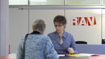 Arbeitslosigkeit geht zurück: Ende März waren 152'280 Arbeitslose bei den Regionalen Arbeitsvermittlungszentren (RAV) eingeschrieben, 7529 weniger als im Vormonat.