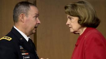 US-Senatorin Feinstein spricht mit NSA-Direktor Alexander (Archiv)