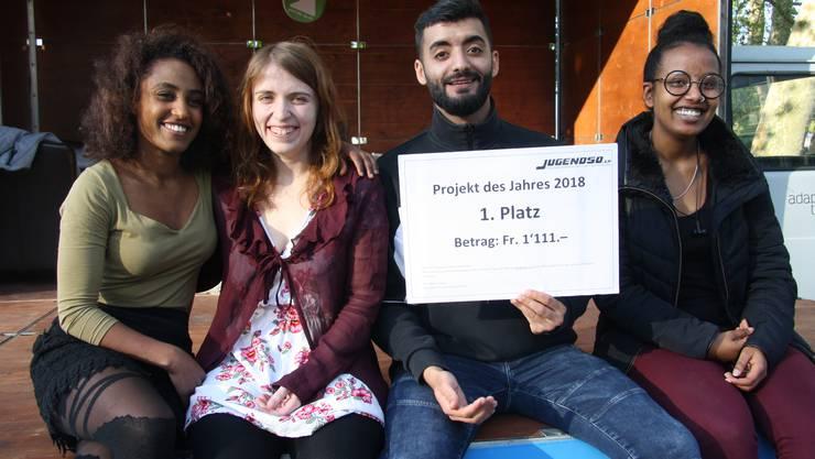 Sie freuen sich über die Auszeichnung (v. l.): Kokob Teklehaymanot, Lisa Kesselring, Mustafa Al-Ajeel und Adiam Welda-Gabriel.