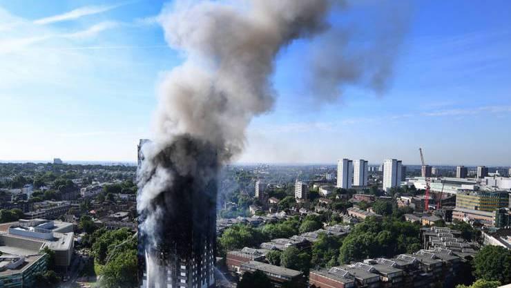 Der ausgebrannte Grenfell Tower in London. Zwei Jahre nach dem verheerenden Brand mit Dutzenden Toten wirft ein offizieller Bericht der Feuerwehr schwere Versäumnisse vor.