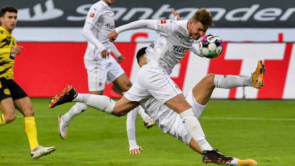 Nico Elvedi brachte mit dem Kopf Mönchengladbach gegen Dortmund 1:0 in Führung traf später auch noch zum 2:2