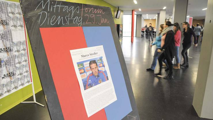 Werbeaushang für das Mittagsforum und Stargast Marco Streller.