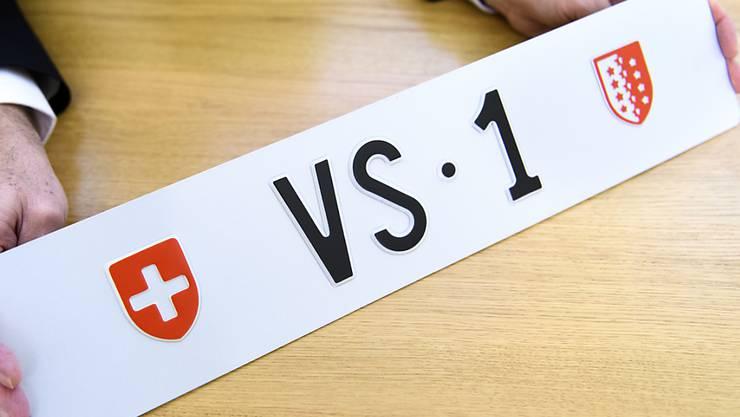 """Die Autonummer """"VS 1"""" wird zwischen dem 15. Februar und dem 14. März über die Webseite des Walliser Strassenverkehrs- und Schifffahrtsamtes versteigert."""