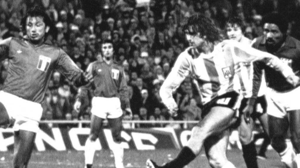 Argentiniens Mario Kempes (rechts) war an der WM 1978 nur schwer zu stoppen