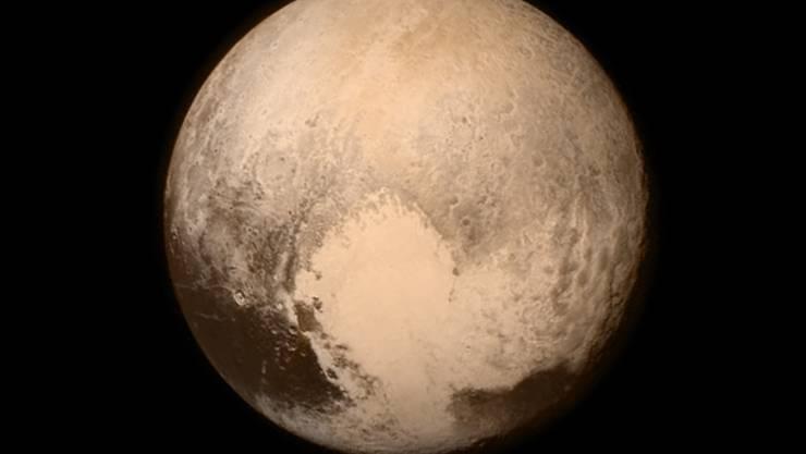 """Blick aus der Nasa-Sonde """"New Horizons"""" auf den Pluto (Aufnahme vom 13. Juli)."""