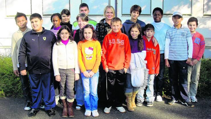 Neuland: Die 14 Kinder unterschiedlichster Herkunft werden von Brigitte Käser (links) und Inge Schnetzler während elf Wochen intensiv geschult. (zvg)