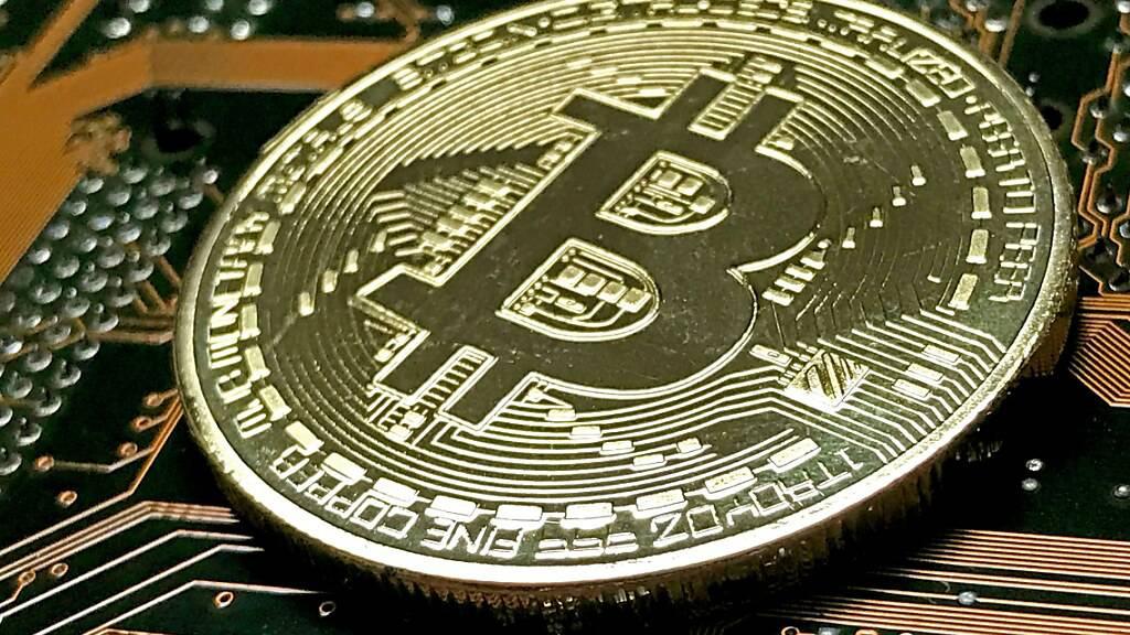 Die Digitalwährung ist am Montag auf ein Rekordhoch geklettert. Der Kurs stieg erstmals über die Marke von 19'800 US-Dollar.(Archivbild)
