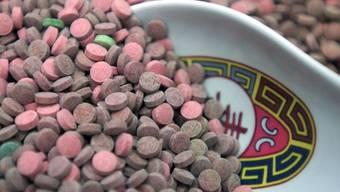 In den Drogenlaboren befanden sich Thai-Pillen und andere Drogen. (Symbolbild)