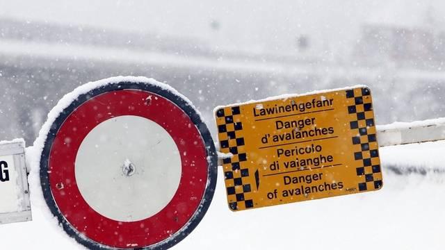 Trotz Lawinengefahr mit Pistenfahrzeug Kind gerettet (Symbolbild)