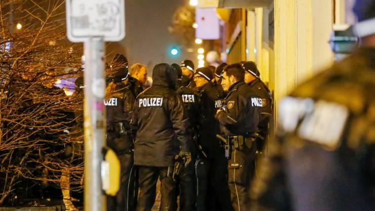 Polizeieinsatz in Deutschland: Zwei Brüder in Duisburg wegen Verdachts auf Anschlagvorbereitung festgenommen. (Symbolbild)