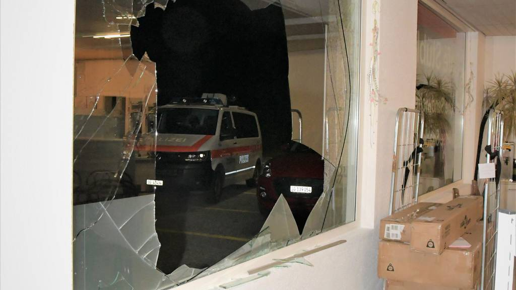 Einbruch in Spar: Täter schlug mit Stein Schaufenster ein