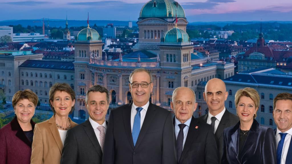 Die sieben Mitglieder der heutigen Schweizer Landesregierung. Das Gremium soll nach dem Willen der Staatspolitischen Kommission im Nationalrat auf neun Mitglieder erweitert werden. (Archivbild)