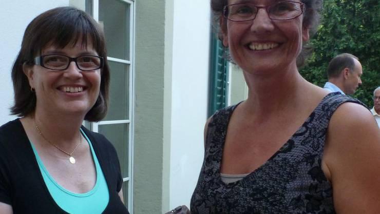 Rita Walker (l.) übernimmt von Ursula Runge (r.) das Ressort Personal der Kreiskirchenpflege Aarau.