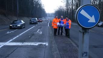 Letzter Check auf der Mellingerstrasse (v.l.): Fritz Kuhn (Bauleiter), Bruno Bühler (Projektleiter Kanton), Patrick Hochstrasser (Scheidegger und Partner AG), Kurt Grauwiler (Leiter Sektion Verkehrstechnik, Kanton).