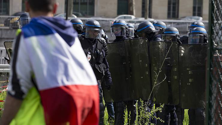 """In Frankreich ereigneten sich am Samstag erneut Ausschreitungen am Rande von """"Gelbwesten""""-Protesten und die Sicherheitskräfte schritten ein. (Archivbild)"""