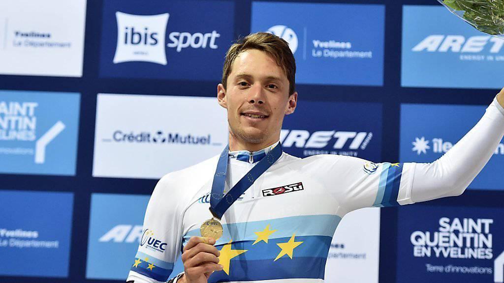 Gaël Suter zuoberst auf dem Podest: Der Waadtländer gewann an der Bahn-EM in Frankreich Gold im Scratch