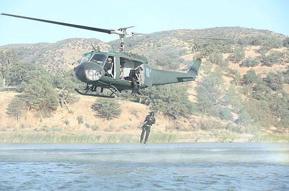 ...Springen aus Helikoptern...
