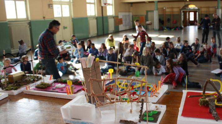 Die Modelle der Schüler sind die Grundlage für den künftigen Pausenhof.
