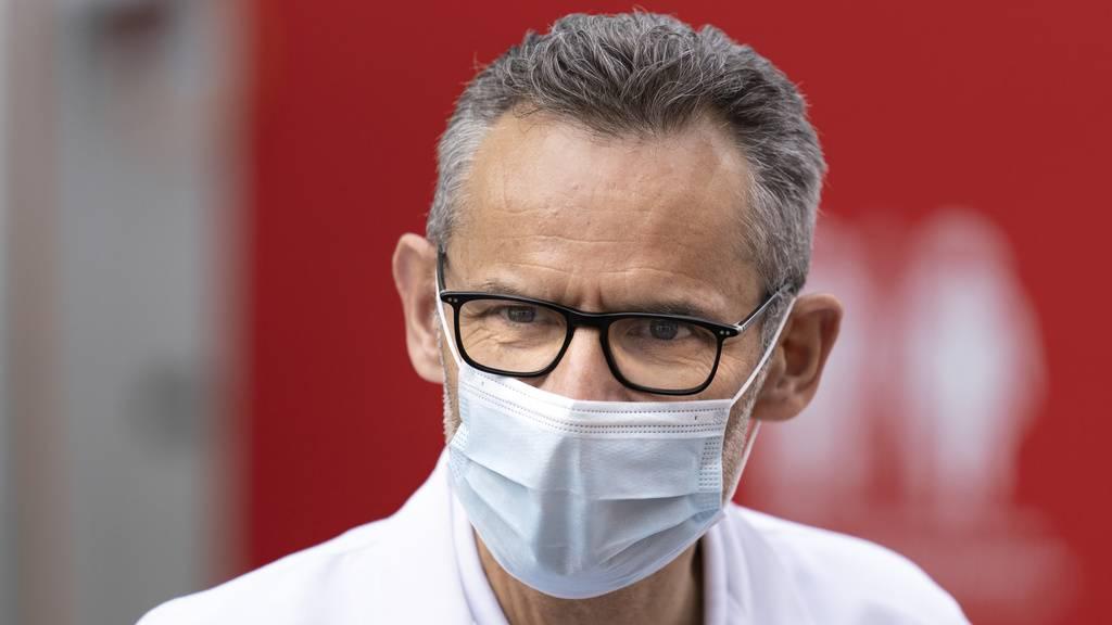 Karrer: «9 von 10 Spitaleinweisungen sind mit der Impfung vermeidbar»