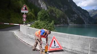 Wegen des Unfalls ist die Strasse Richtung St. Martin ist ab der Staumauer des Gigerwaldsees gesperrt.