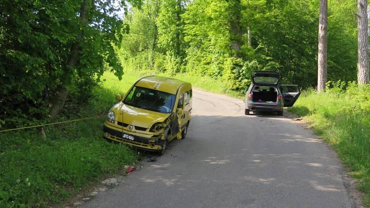 Die beiden Autos mussten abgeschleppt werden.