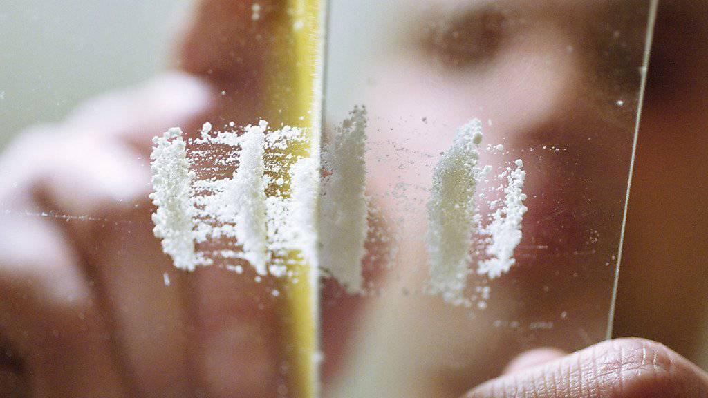 """[gestellte Aufnahme] """"Modedroge"""" Kokain: Rund fünf Tonnen davon werden gemäss Sucht Schweiz jährlich in der Schweiz umgesetzt. (Archivbild)"""
