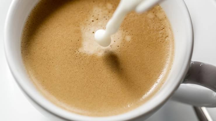 Ein Koffein-ähnlichen Wirkstoff hemmt im Laborversuch mit Mäusen Ablagerungen des sogenannten Tau-Proteins im Gehirn.