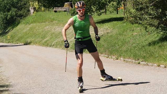 Mario Dolder ist derzeit in seiner Heimat mit Rollskis unterwegs.